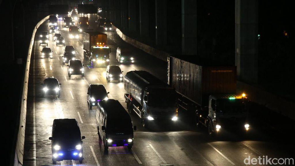 Kemacetan Terjadi di Dua Rest Area Tol Japek Arah Jakarta Malam Ini