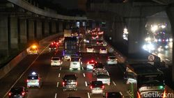 Video Penampakan Tol Jakarta-Cikampek Malam Ini Jelang Libur Panjang