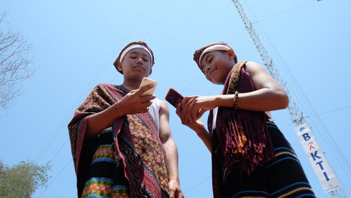 Upaya XL Axiata (XL) menyelimuti berbagai daerah dengan kehadiran jaringan 4G terus dilakukan. Sampai saat ini, operator seluler ini telah menghadirkan layanan 4G di 450 kota dan kabupaten di hampir seluruh provinsi Indonesia.