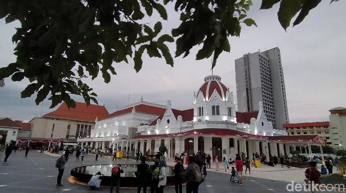 Pemkot Surabaya akan memperketat pengamanan sejumlah tempat wisata saat libur long weekend. Pembatasan tersebut dilakukan untuk menghindari terjadinya kerumunan warga.