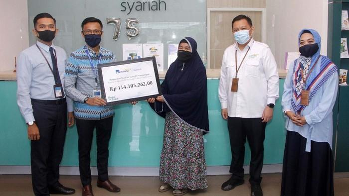 AXA Mandiri telah membayarkan klaim dan manfaat sebesar Rp 5,3 triliun pada 2019 lalu. Salah satunya dibayarkan kepada Ibu Hj Siti Djai di Makassar, Sulawesi Selatan.