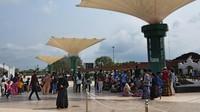 Sejumlah objek wisata di Banten ramai dikunjungi warga untuk berwisata bersama keluarga di saat libur panjang tahun baru Islam 1442 H. ANTARA FOTO/Asep Fathulrahman.