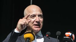 Berharta Rp 2.551 T, Jeff Bezos Jadi Orang Terkaya di Dunia Lagi