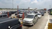Antrean di Gerbang Tol Cikampek Arah Jakarta Mulai Ramai Sore Ini