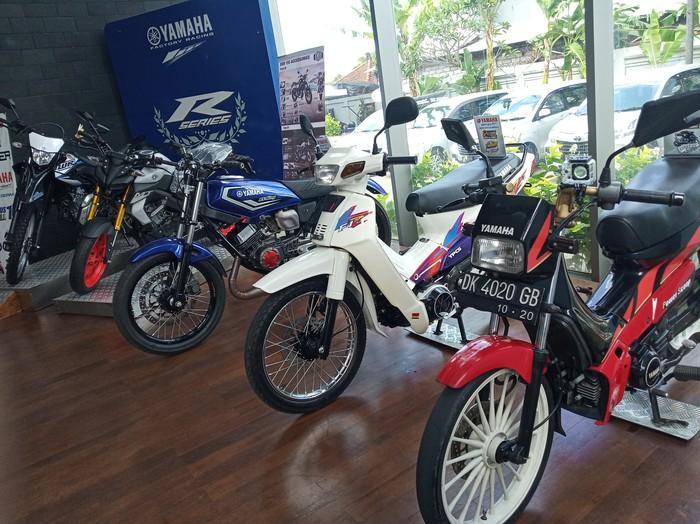 Motor bermesin 2 tak dipamerkan di dealer Yamaha Bali