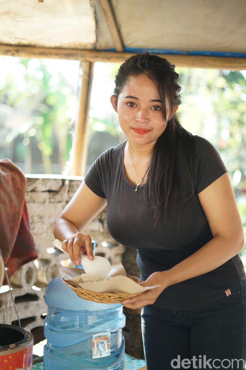 Sosok Dewi Novita (27), penjual angkringan cantik yang viral dari Solo