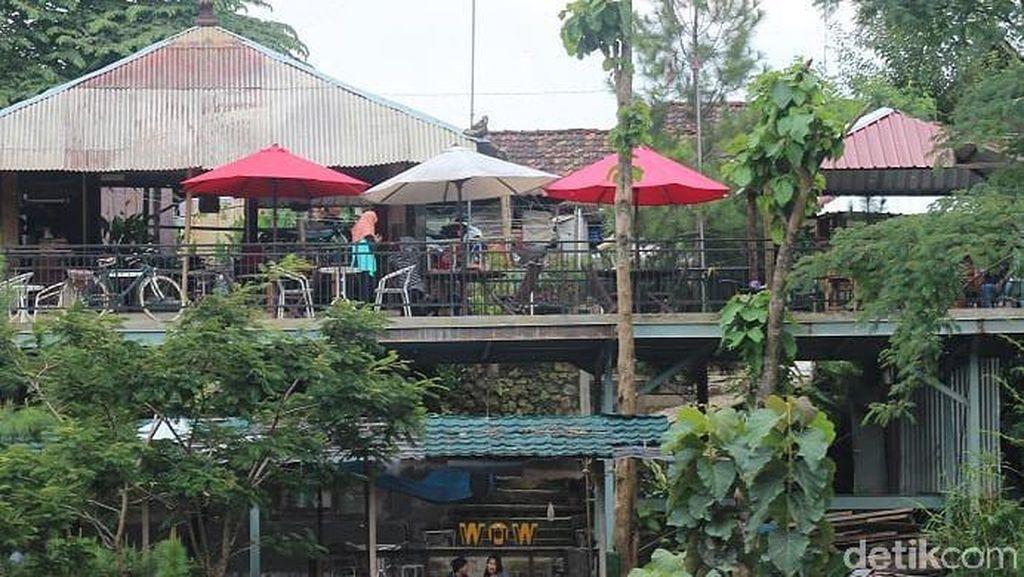 Wisata Alam Kediri Masih Tutup, Warga Kunjungi Kafe di Kaki Gunung