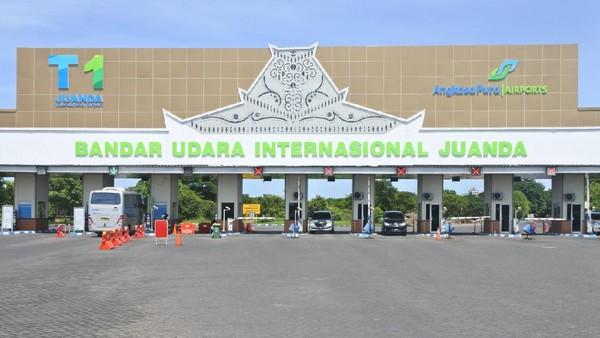Bandara Juanda. Terletak di kota Surabaya, Jawa Timur, Bandara Juanda mampu menampung hingga 6 juta orang per tahun. Namun rencananya bandara ini akan dikembangkan lagi sehingga bisa menampung hingga 13,6 juta orang per tahun. (Foto Istimewa).