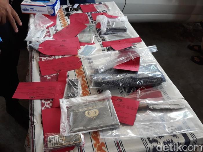 barang bukti pembunuhan 4 sekeluarga di sukoharjo