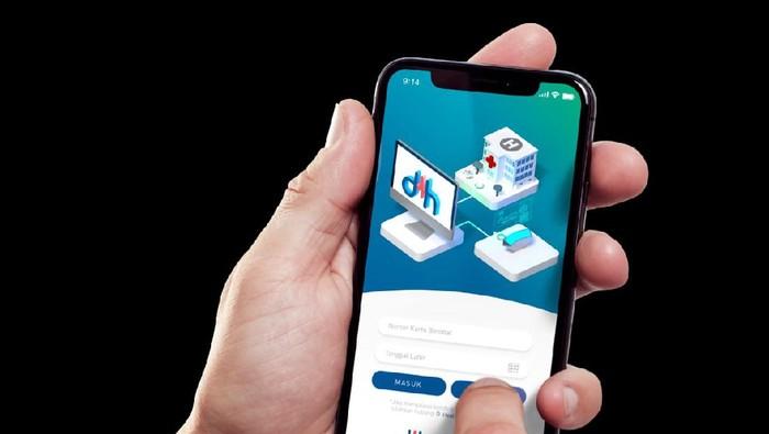 Pemanfaatan teknologi big data dan artificial intelligence (AI) bisa membuat rumah sakit pintar yang dapat mengatasi permasalahan kesehatan di Indonesia, seperti pandemi COVID-19 yang saat ini terjadi, salah satunya menggunakan teknologi DHealth.