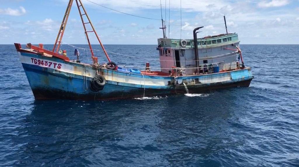 Tanpa Perlawanan, 2 Kapal Asing Illegal Fishing Diamankan di Laut Natuna