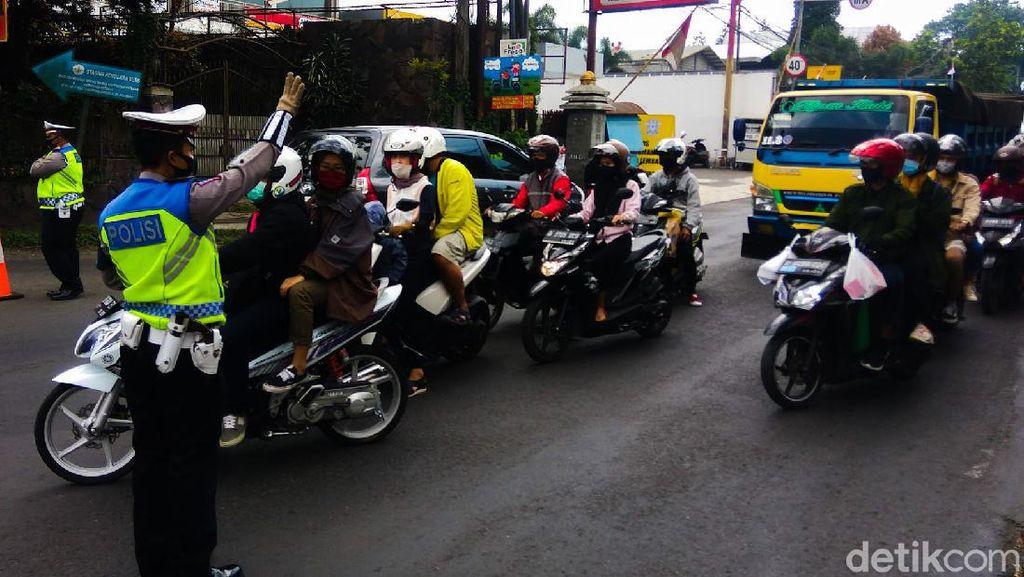 Libur Panjang, Lalu Lintas di Jalan Raya Lembang Meningkat Tajam