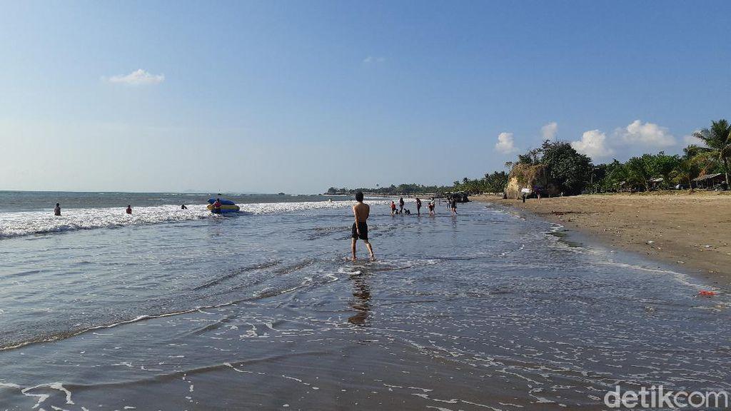 Polisi Minta Kunjungan ke Pantai di Anyer Dibatasi Sampai Pukul 18.00 WIB