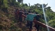 Melihat Perjuangan Terangi 2 Desa Terpencil di Buru Selatan