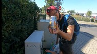 Punya Istri Bule Jerman, Pria Cirebon Ini Malah Ajak Memulung Botol Minuman