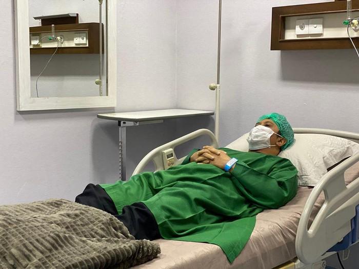 Ustaz Yusuf Mansur terbaring di RS karena sakit.