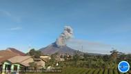 Gunung Sinabung Kembali Keluarkan Awan Panas, Kali Ini Sejauh 2 Km