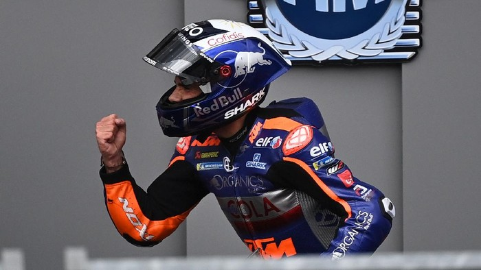 Red Bull KTM Tech 3s Portuguese rider Miguel Oliveira celebrates after winning the MotoGP Styrian Grand Prix on August 23, 2020 at Red Bull Ring circuit in Spielberg bei Knittelfeld, Austria. (Photo by Joe Klamar / AFP)