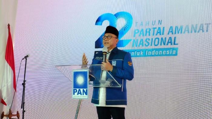 Partai Amanat Nasional (PAN) merayakan hari ulang tahunnya (HUT) yang ke-22 di sebuah gedung di Jalan Amil Nomor 7, Kalibata, Jakarta Selatan (Jaksel), Minggu (23/8/2020). Ketua Umum (Ketum) PAN Zulkifli Hasan (Zulhas) hadir.