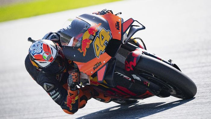 SPIELBERG, AUSTRIA - AUGUST 21: Pol Espargaro of Spain and Red Bull KTM Factory Racing  rounds the bend during the MotoGP Of Styria - Free Practice at Red Bull Ring on August 21, 2020 in Spielberg, Austria. (Photo by Mirco Lazzari gp/Getty Images)