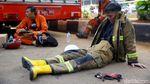 Potret Damkar Usai Belasan Jam Melawan Api di Gedung Kejagung