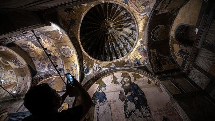 Sudah dua gereja bersejarah yang diubah Presiden Turki, Erdogan, menjadi masjid. Usai Hagia Sophia, Erdogan mengubah Gereja Chora menjadi masjid di Turki.