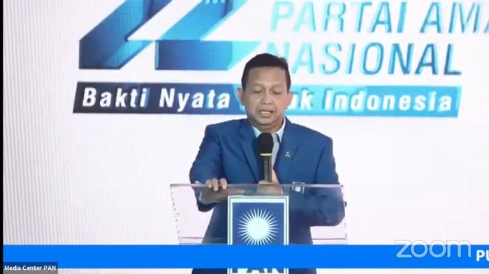 Ketua Dewan Kehormatan PAN Soetrsino Bachir menangis saat menyinggung Amien Rais, dalam perayaan HUT ke-22 PAN, di Jakaarta, Minggu (23/8/2020).