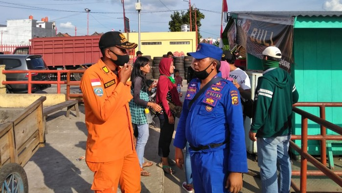 Tim SAR Cari Sepasang Remaja yang Terjung ke Sungai Musi Palembang