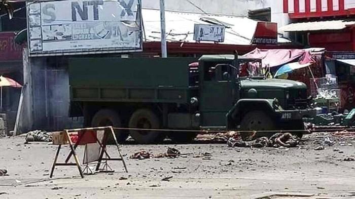 Bom bunuh diri mengguncang kawasan Filipina Selatan. Diketahui, 14 orang tewas dan 75 tentara, polisi serta warga terluka.