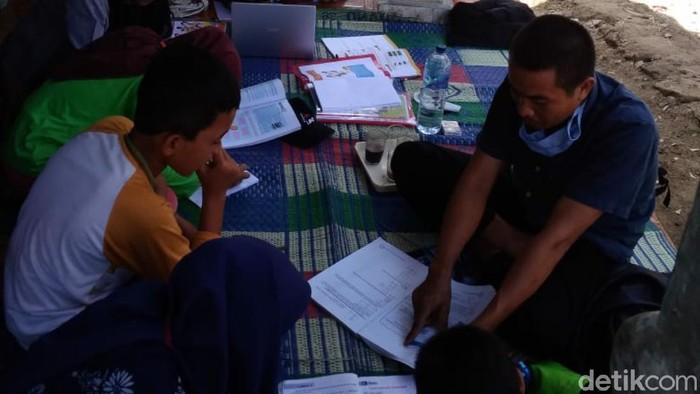 Guru honorer di Cianjur protes PNS dapat bantuan pulsa