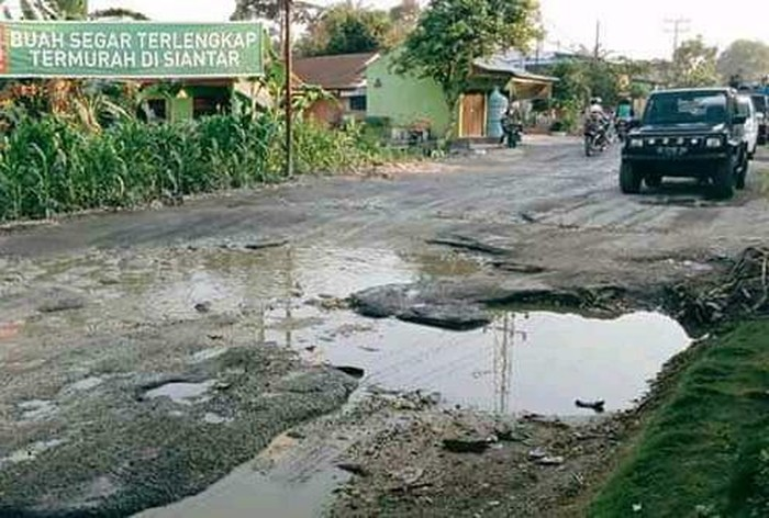 Jalan Perdagangan-Siantar rusak parah (dok. Istimewa)