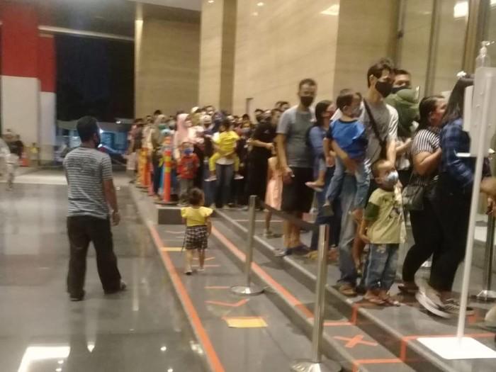 Kerumuman di Mall Tentrem Semarang