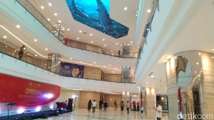LED Videotron akuarium raksasa di Mal Tentrem Semarang, Kamis (13/8/2020).