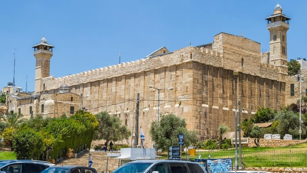 Halabiyeh pun mengajak umat Muslim Palestina untuk semakin giat dalam beribadah dan mengunjungi masjid tersebut untuk salat dan kegiatan keagamaan lainnya. Pemerintah Israel sendiri dilaporkan mengubah sejumlah masjid di kawasan yang mereka duduki untuk menjadi bar atau restoran. (Getty Images)