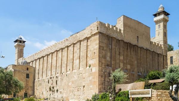 Hubungan antara Palestina dan Israel kembali menghangat. Kali ini, Palestina menuduh Israel menyerobot tanah Masjid Al Ibrahimi alias Masjid Nabi Ibrahim di kota Hebron. (Getty Images)