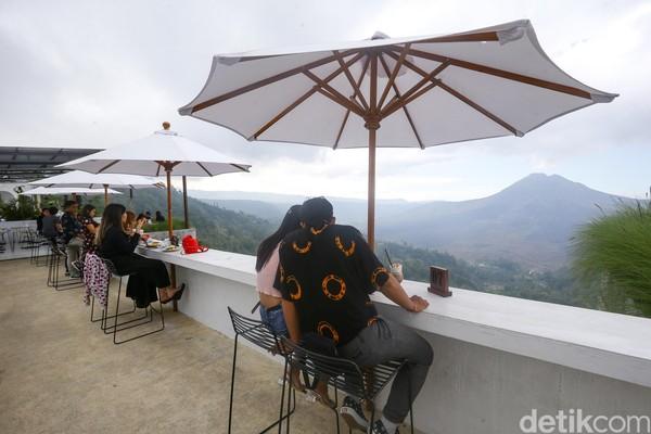 Kini, kawasan kaldera gunung Batur ini seperti berbenah. Apa lagi di kala pandemi, restoran-restoran keluarga tradisional di sana sepi pengunjung.