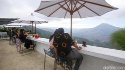Cafe di Bali Ini Cozy dan Cakep Banget Pemandangannya