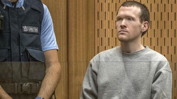 Brenton Tarrant, pelaku pembunuhan terhadap 51 jamaah masjid di Selandia Baru menjalani sidang vonis. Sidang dihadiri penyintas dan anggota keluarga korban.