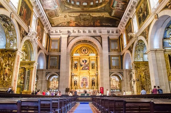 Selain itu ada pula Sao Roque Church yang disebut sebagai gereja paling mahal di dunia karena terbuat dari emas yang didatangkan langsung dari Brasil. Gereja ini juga merupakan gereja tertua di Portugal yang dibangun pada 1590. (Foto: iStock)