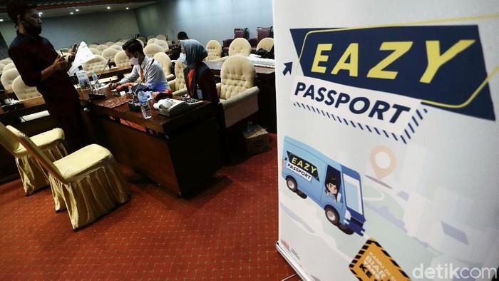 Kantor Imigrasi Jakarta Selatan berikan pelayanan mudah dalam pembuatan paspor di masa pandemi. Layanan itu tersedia bagi anggota dewan dan karyawan.