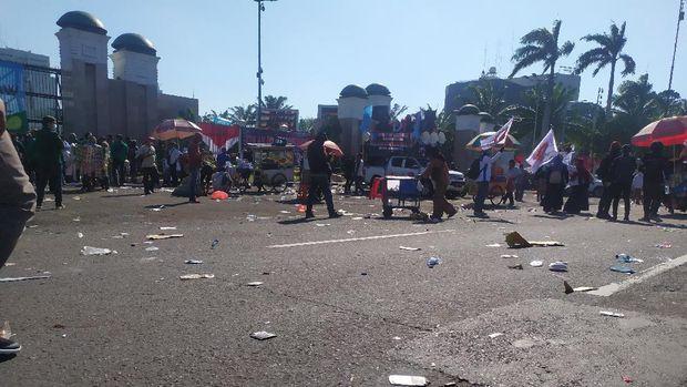 Situasi depan gedung DPR usai massa buruh bubar, Jakarta, Selasa (25/8/2020).