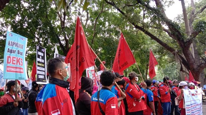 Demo tolak RUU Cipta Kerja di Medan (Ahmad Arfah-detikcom)