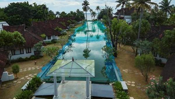 Kolam renang sepanjang 150 meter itu terpaksa berubah menjadi kolam ikan setelah pengelola resor tidak mendapatkan penghasilan karena penutupan hotel di India berbulan-bulan.