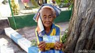 Miris! Nenek Penjual Mangga di Bali Dibayar Pakai Uang Mainan