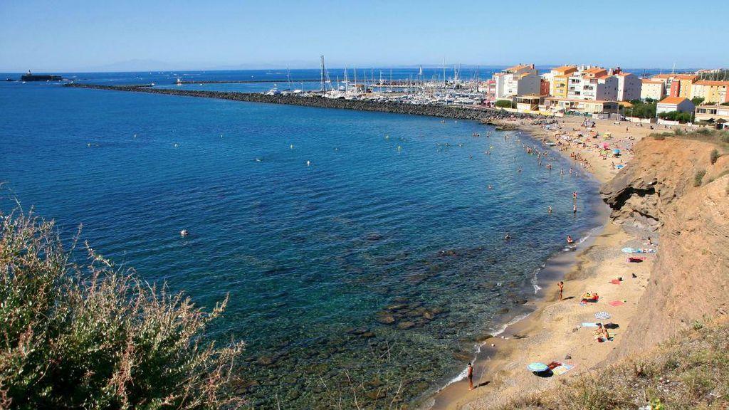 Hampir 150 Orang Telanjang di Resor Nudis Prancis Terinfeksi Corona