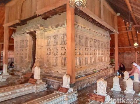 Penampakan makam Sunan Kudus saat luwur atau kelambunya dilepas, Selasa (25/8/2020).