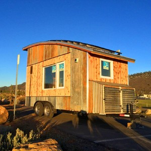 10 Rumah Mungil Terbuat dari Barang Bekas dan Daur Ulang