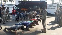 Puluhan Sopir Angkot di Bogor Dihukum Push Up Karena Tidak Pakai Masker