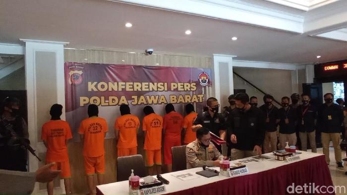Tersangka pelemparan bom molotov ke markas PDIP di Kabupaten Bogor.