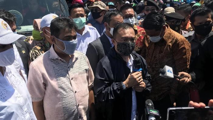 Wakil Ketua DPR Sufmi Dasco Ahmad menemui massa buruh